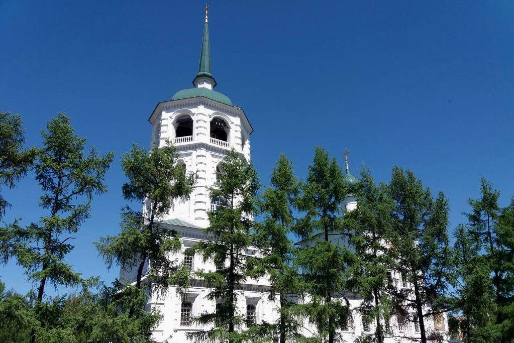 Die Erlöserkirche an der grünen Linie in Irkutsk