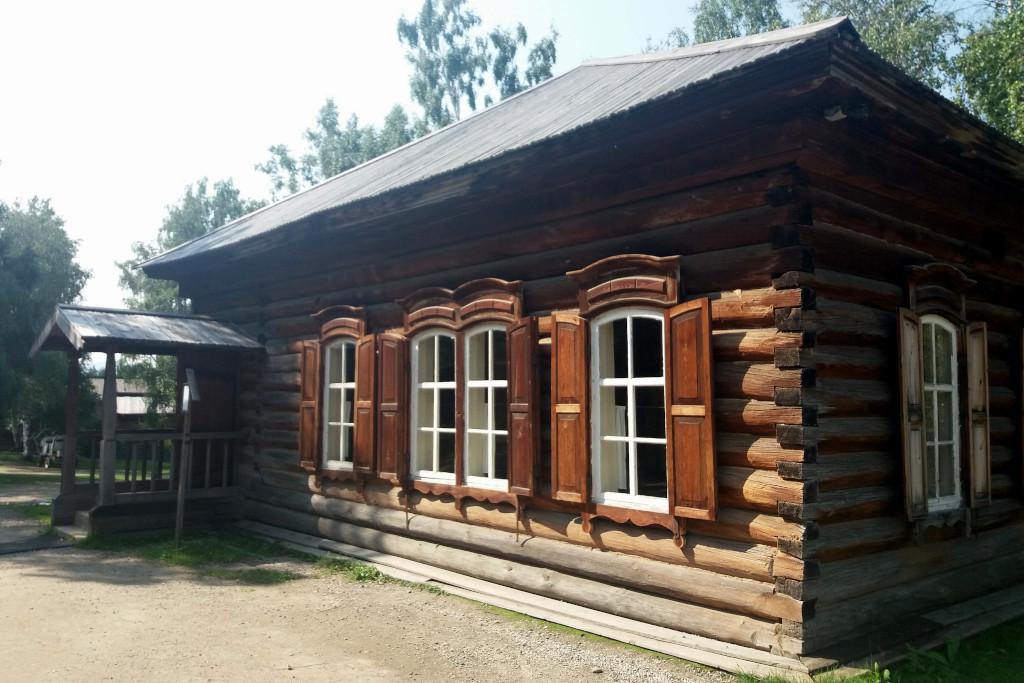 Pfarrschule im Taltsy Freilichtmuseum bei Irkutsk