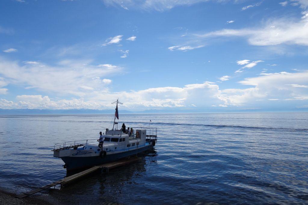 Anlegeplatz eines Bootes auf dem Baikalsee