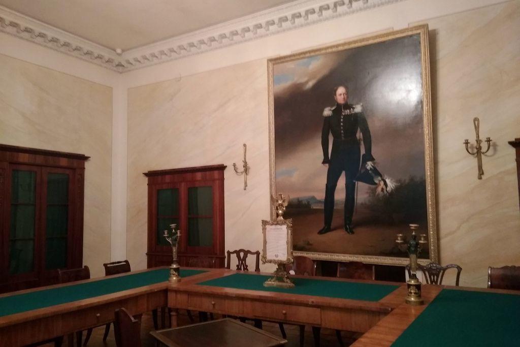 Gemälde von Peter dem Großen in einem Raum im Kommandantenhaus