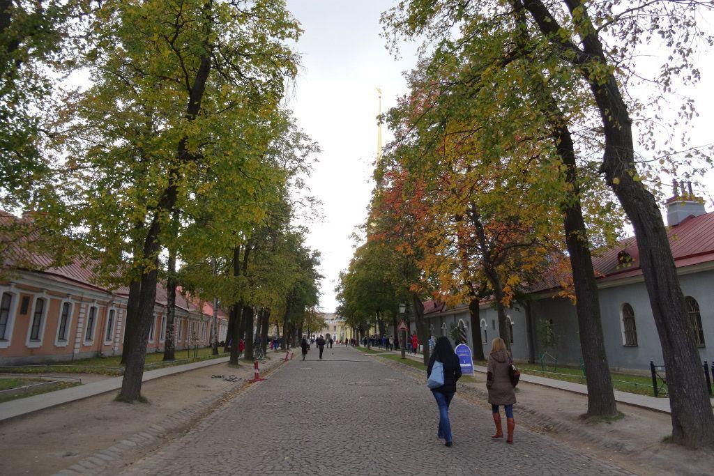 Straße in der Peter-und-Paul-Festung auf der Haseninsel in Sankt Petersburg