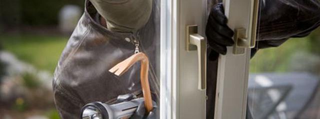 thief-burglar-robber-986494420-1384142