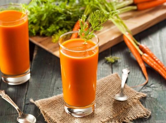ricetta-centrifugato-carote-mele-zenzero-pomodoro-sedano-3-640x426