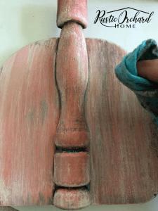 This porcelain doll pink pumpkin decor craft is perfect for the fall!! #rusticorchardhome #pumpkindecor #dixiebellepaint #fallfarmhouse #fallhomedecor