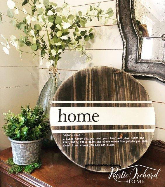 This Round Wooden Tray is the easiest Spring Farmhouse Home Decor DIY project! #rusticorchardhome #farmhousehomedecor #springfarmhousehomedecor #springfarmhousehomedecordiy #dixiebellepaint