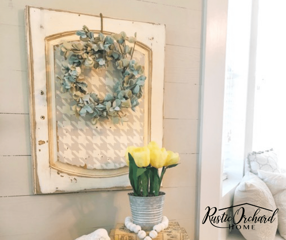 Use an upcycled cabinet door to create adorable farmhouse decor with Chalk Couture! #rusticorchardhome #upcycledcabinetdoor #chalkcouture #springtimefarmhousedecor #diyfarmhousehomedecor