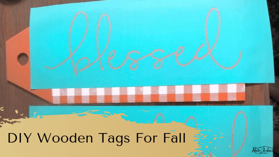 Learn to make your own DIY Wooden Tags for your fall farmhouse with this easy diy home decor tutorial. #rusticorhardhome #woodentags #fallhomedecor #diyfarmhousedecor #diyhomedecortutorial