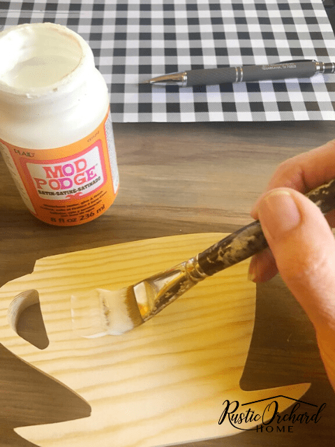 Learn how to decoupage on wood! This is a simple DIY technique that all crafters should master. #rusticorchardhome #decoupage #diyhomedecor #crafting #DIYfarmhousehomedecor