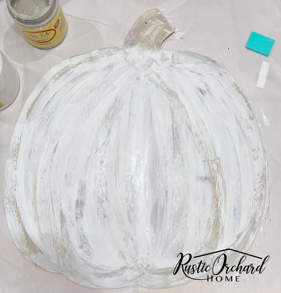 Learn how to paint a pumpkin on wood with this easy tutorial. You'll create realistic looking pumpkins with texture and dimension.