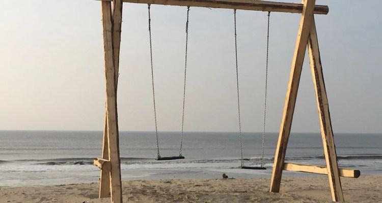 Schommel op het strand - spelen - Rust in mijn hoofd coaching