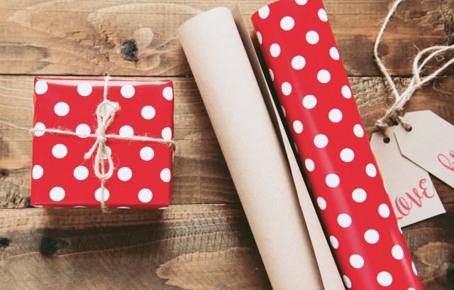 Cadeautjes en pakpapier - wat geef jij jezelf cadeau - Rust in mijn hoofd coaching