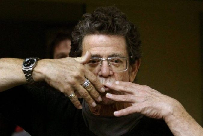 DOCU_GRUPO Lou Reed blows a kiss to photographers before his news conference at the International Literature Festival in Barcelona