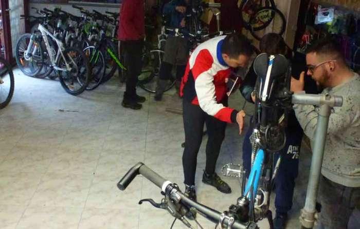 Mecanica basica bicicleta Madrid Rutas Pangea Viaja en bici