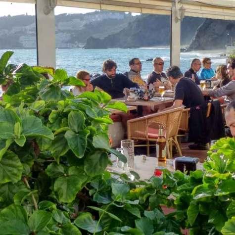 vacaciones-en-bici-en-costa-tropical-rutas-pangea-junto-al-mar