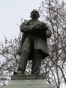Monumento a Claudio Moyano (5)
