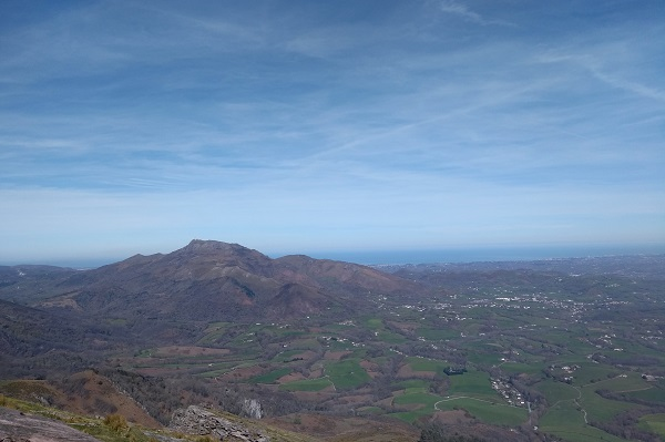 Vista de Larun y la costa desde la cima