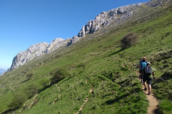 Subiendo por la ladera del monte