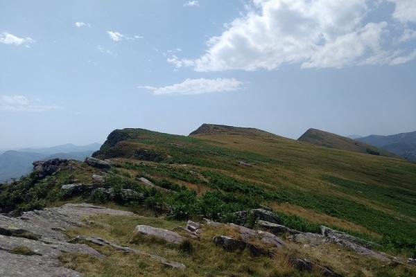 Cresta con Astate y Buztanzelai frente a nosotros