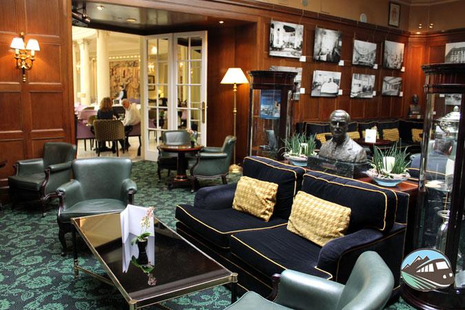 Bar-museo del hotel Palace