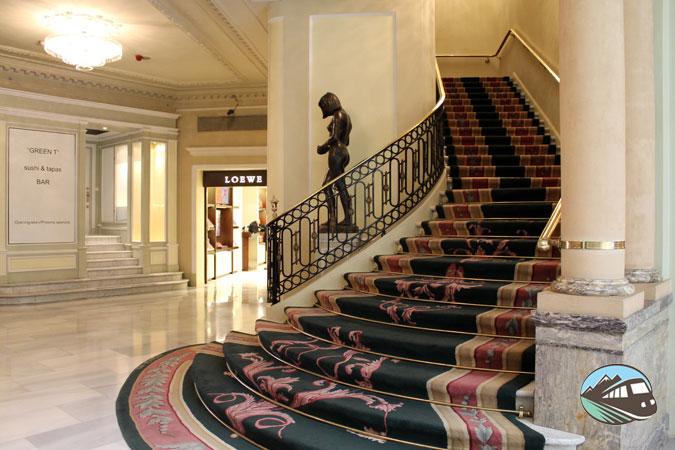 Escalera del hotel Palace