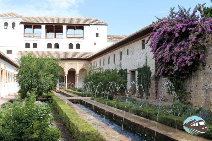 Patio de la Acequia - La Alhambra