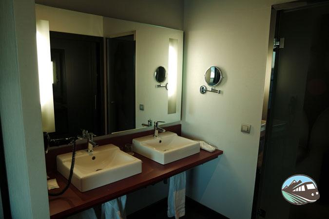 Lavabos independientes – Hotel Ilunion Atrium