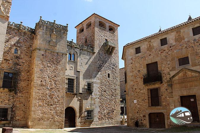 Palacio de los Golfines de Abajo - Cáceres
