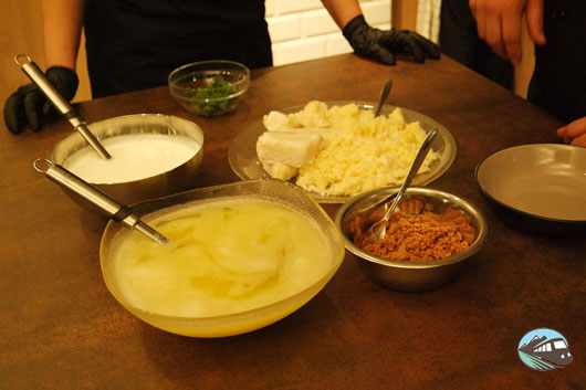 Yogurt de queso de cabra, almendrados y marquesote