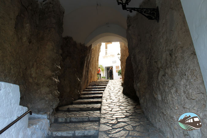 El túnel de acceso al castillo – Guadalest