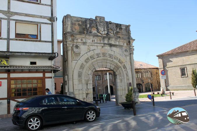 Puerta del Palacio de los Villlatorre - Aguilar de Campoo