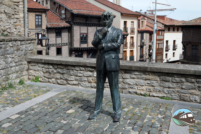 Estatua de Ken Follen – Vitoria