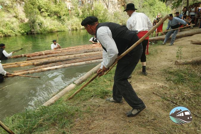 Arrantrando los troncos – Fiesta de los Gancheros