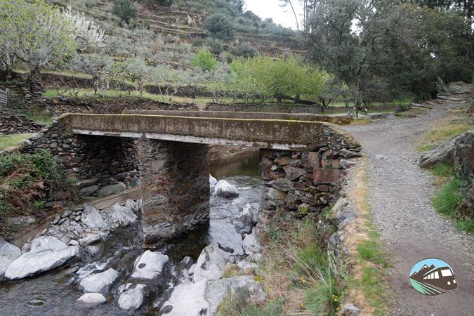 Puente de piedra - Chorritero de Ovejuela