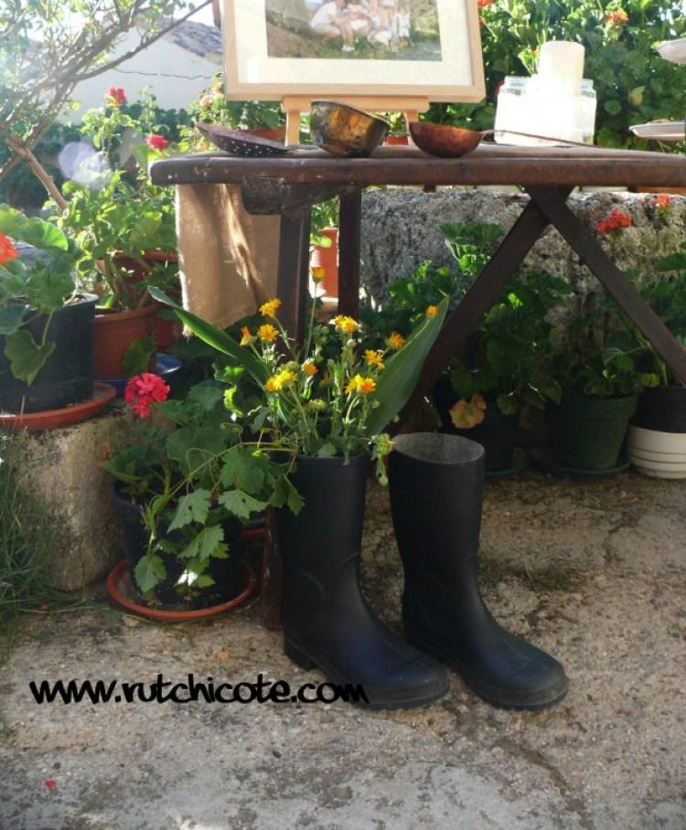 Detalles-mesa-bienvenida-botas-jardineras