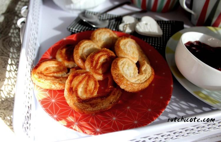 Desayuno-en-la-cama-detalle-galletas-corazón1