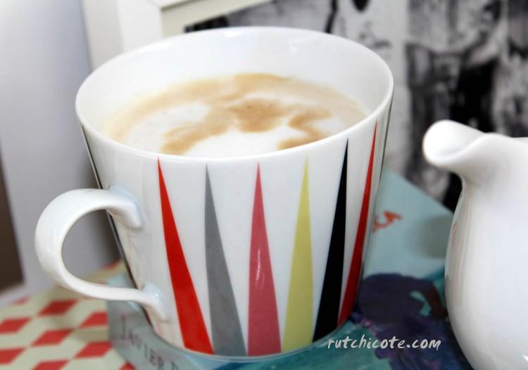 Desayuno-en-la-cama-detalle-taza-ikea-braking
