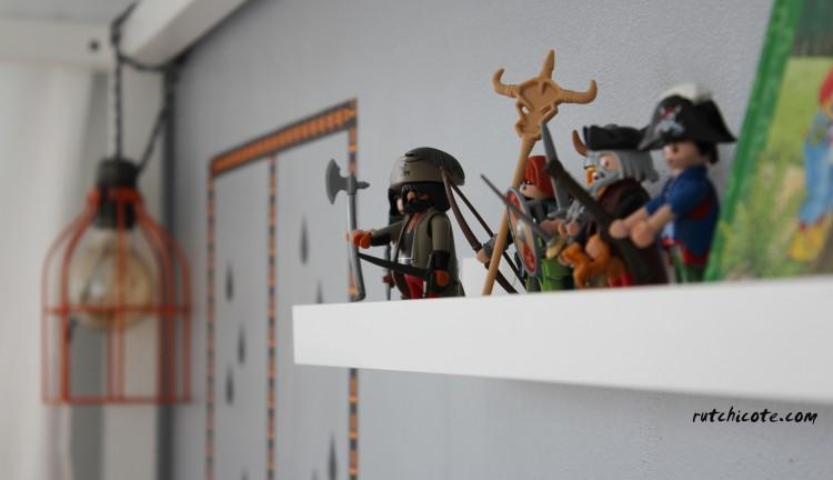 ideas-para-decorar-una-habitación-infantil-juguetes-en-estantería