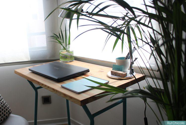 Diy-mesa-pupitre-diariodecoloveryobi-oficina-en-el-salon