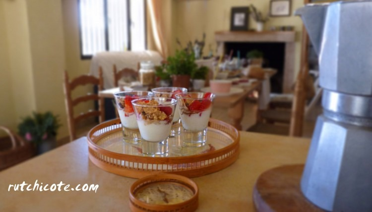 Planes de pascua. Mesa decorada para desayuno