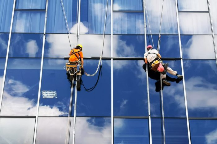 cannabis at work could be dangerous for this pair of window washers