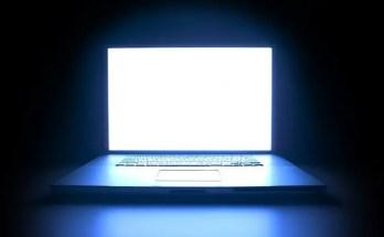 Computer Vision Syndrome (CVS) e Luce Blu: come difendersi