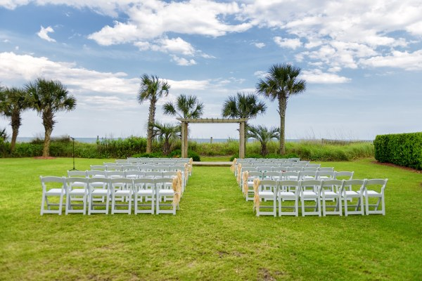 Fun wedding on the lawn at the Hilton in Myrtle Beach