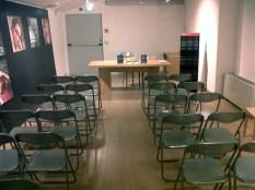 La sala conferenze allestita