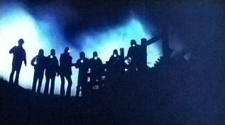 Un gruppo di figuri misteriosi dà la caccia a E.T.