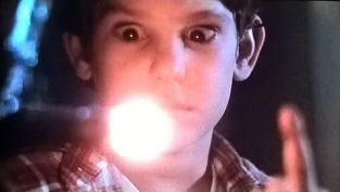 Il dito luminoso di E.T. che guarisce Elliott