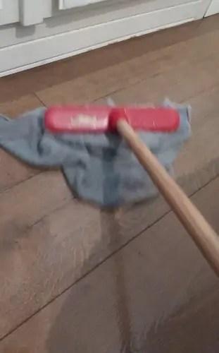 Racconto domenica Andrea Cabassi anti Covid-19 Asciugo il pavimento