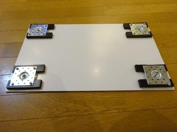 金物とアルミ複合板をボルトで固定