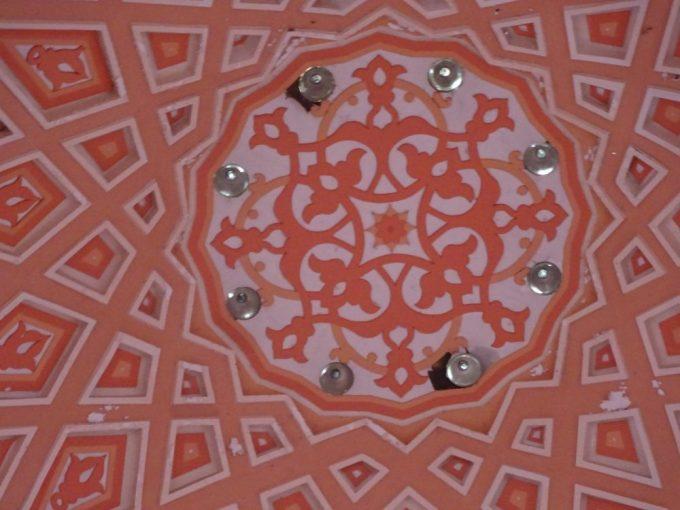ピンクモスク天井装飾
