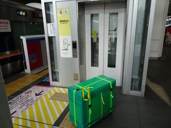 輪行箱移動、駅ではエレベーター利用