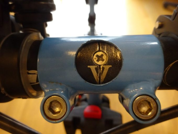 BikeFridayはハンドルを左右に分割できる